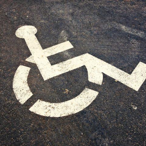 Il condòmino disabile e le barriere architettoniche: soluzioni e superamento